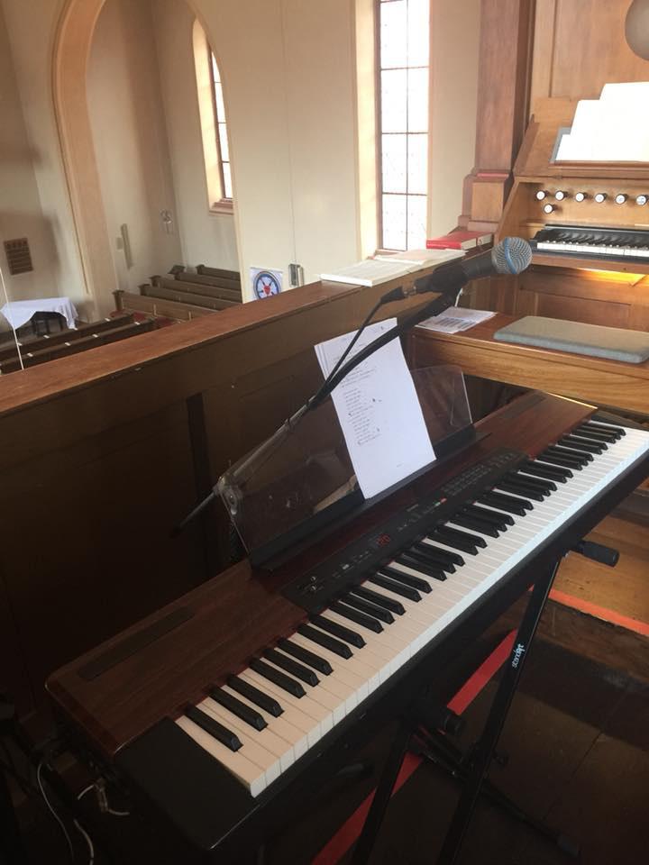 E-Piano in der Kirche