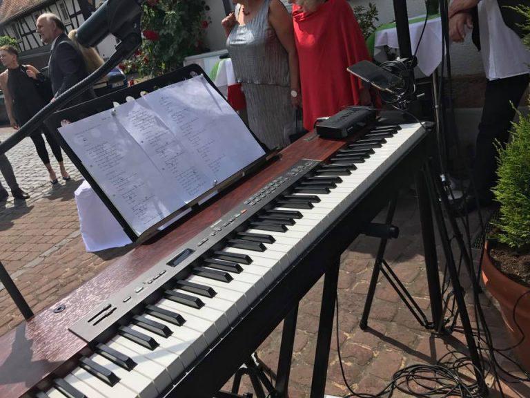 E-Piano im Freien