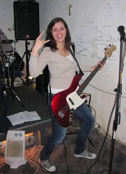 Steffi am Bass