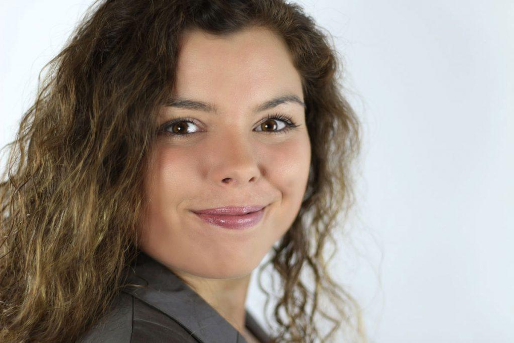 Portrait von Stefanie Hoos